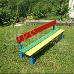 Dětská lavička vhodná pro použití v interiéru i exteriéru