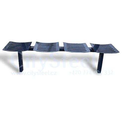 Celokovová lavička je vhodná na veškerá veřejná prostranství.
