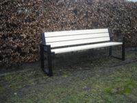 Parková nebo zahradní venkovní lavička CITYHALL s opěrkou ( Kovová konstrukce barva RAL 9005 (černá) + latí dřeva barva Transparent s UV filtrem)